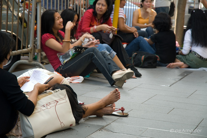 aeamador©-HK08_DSC0109  Hong Kong, downtown area, near ifc tower. I was very impressed by the affluence evidenced in this area. Hong Kong is quite a chic and fine place. Filipino women on their Sunday off.