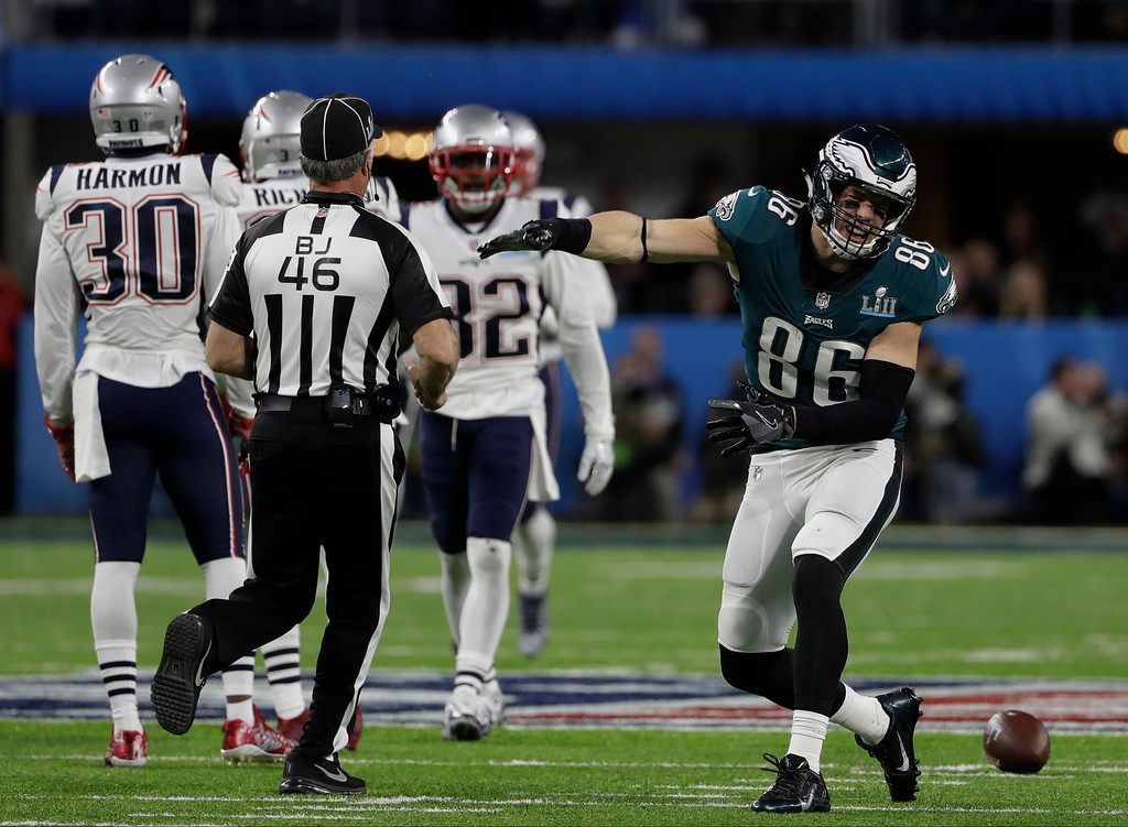 . Philadelphia Eagles tight end Zach Ertz (86) reacts to a play, during the first half of the NFL Super Bowl 52 football game against the New England Patriots, Sunday, Feb. 4, 2018, in Minneapolis. (AP Photo/Chris O\'Meara)