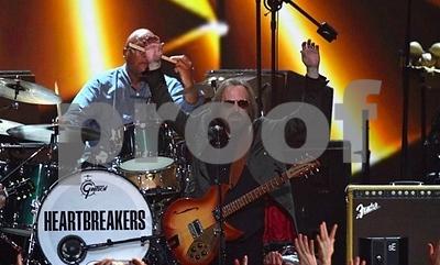 rock-superstar-tom-petty-dies-sold-80-million-records