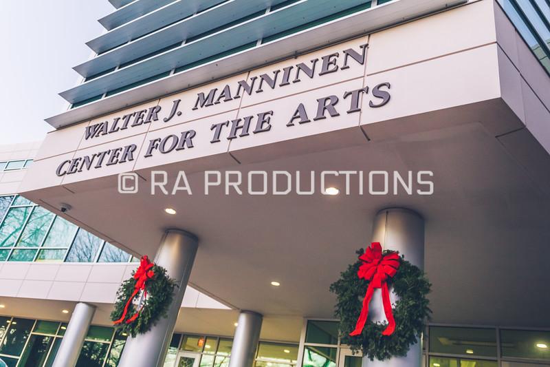 12042018_RAC_Campus-Wreaths-9.jpg