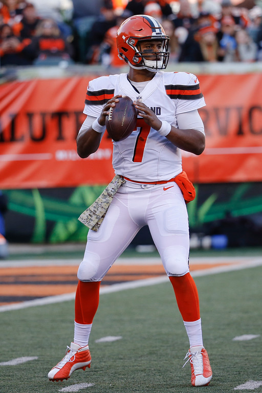 . Cleveland Browns quarterback DeShone Kizer looks to pass in the second half of an NFL football game against the Cincinnati Bengals, Sunday, Nov. 26, 2017, in Cincinnati. (AP Photo/Frank Victores)