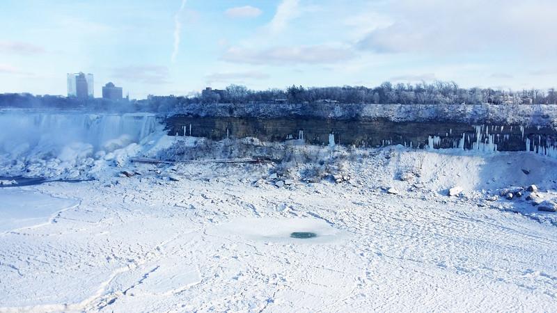 NiagaraFalls-Winter02.jpg