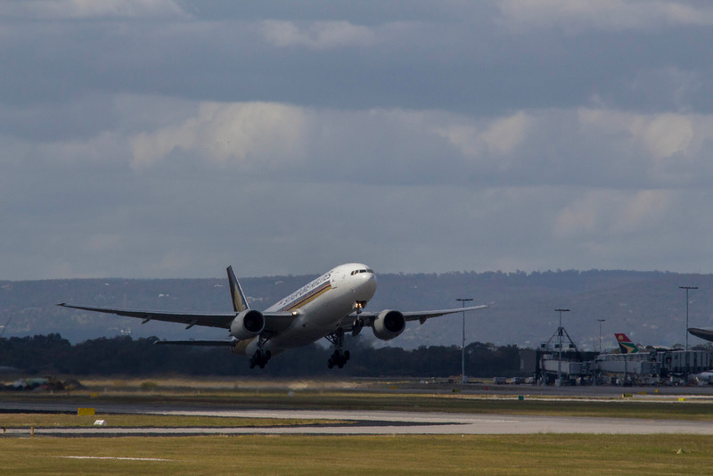 Singapore Airlines Boeing 777-212 (ER)