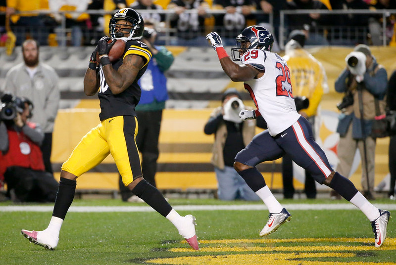 . Pittsburgh Steelers wide receiver Martavis Bryant (10) makes a touchdown catch after getting by Houston Texans defensive back Andre Hal (29) in the second quarterof the NFL football game, Monday, Oct. 20, 2014 in Pittsburgh. (AP Photo/Gene J. Puskar)