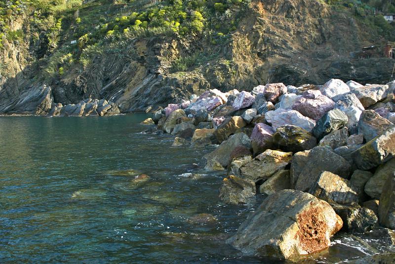 Vernazza harbor rocks.jpg