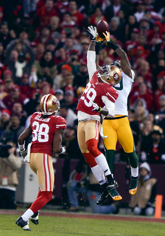 . San Francisco 49ers cornerback Chris Culliver (29) tries to break up a 44-yard pass to Green Bay Packers\' James Jones during the first quarter in the NFC Divisional Playoff on Saturday, January 12, 2013, at Candlestick Park in San Francisco, California. (Jose Carlos Fajardo/San Jose Mercury News)