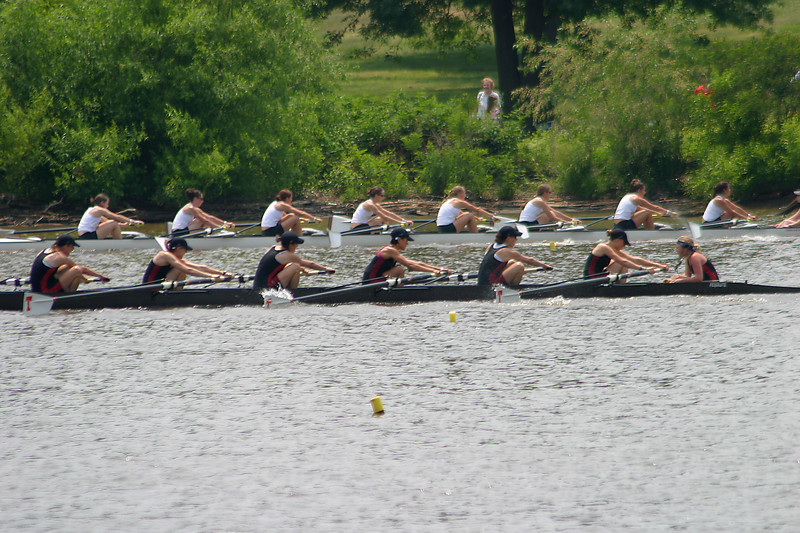 The fought off a close charge from the crew in lane 6.