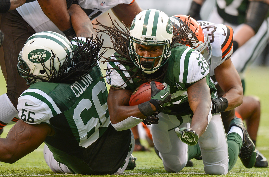 . EAST RUTHERFORD, NJ - DECEMBER 22:  Running back Chris Ivory #33 of the New York Jets carries the ball in the second half against the Cleveland Browns at MetLife Stadium on December 22, 2013 in East Rutherford, New Jersey. (Photo by Ron Antonelli/Getty Images)