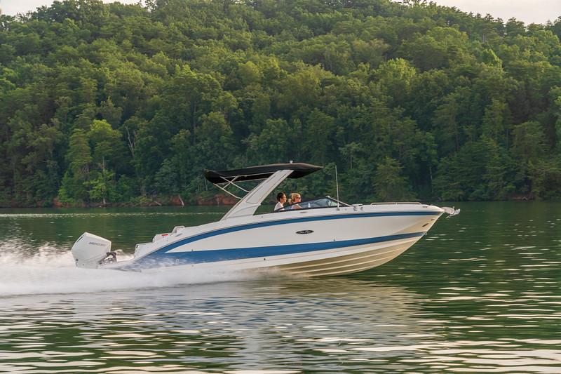 2021-SDX-290-Outboard-SDO290-running-starboard-profile-02433.jpg