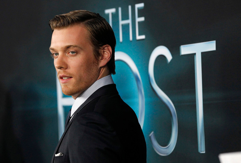 """. Cast member Jake Abel poses at the premiere of \""""The Host\"""" in Hollywood, California March 19, 2013. The movie opens in the U.S. on March 29. REUTERS/Mario Anzuoni"""