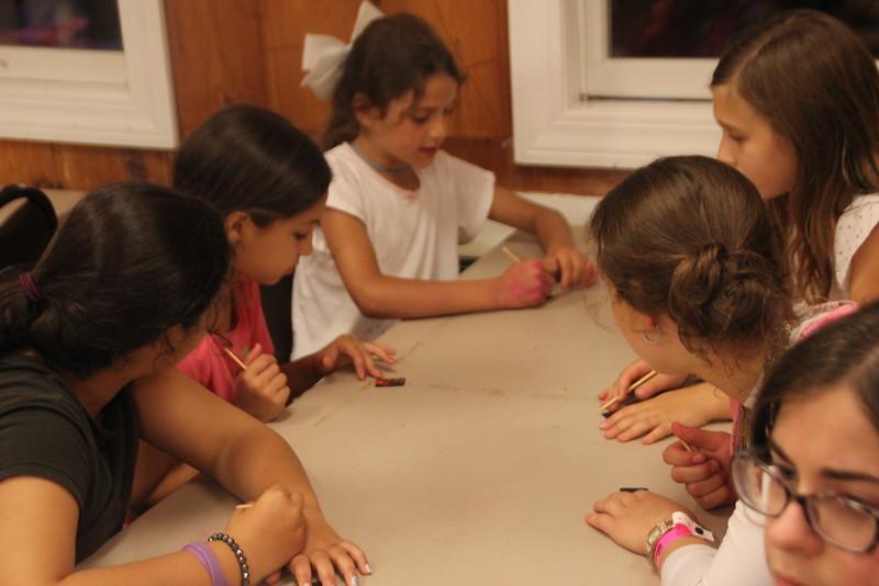 kars4kids_thezone_camp_girlsDivsion_activities_ArtN'Crafts (14).JPG