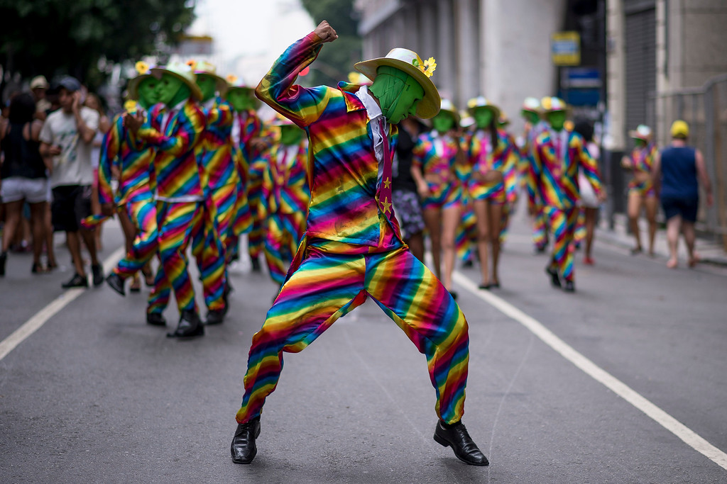 . People attend the \'Cordao da Bola Preta\' traditional street carnival parade at Rio Branco avenue on March 01, 2014 in Rio de Janeiro, Brazil. (Photo by Buda Mendes/Getty Images)