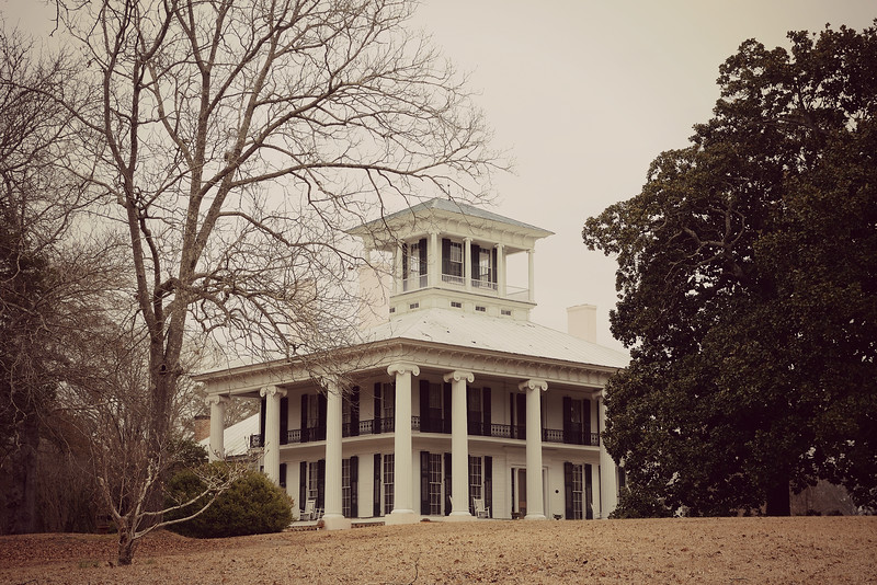 Hubby had a softball camp in Tuscaloosa today.  Although we had to get up very early, it wasn't all bad; while he was at the camp, I went to the bookstore and did a little shopping.  Afterwards, we stopped by to visit a cousin I had not seen in more than 30 years.  This is one of the old plantation homes found in the area.