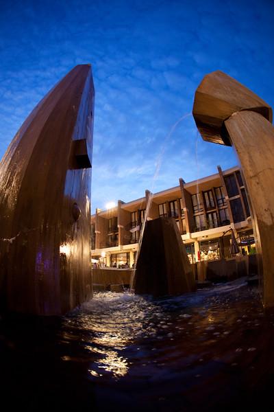 08-Lake-Anne-Plaza-fountain-01-Charlotte-Geary.JPG