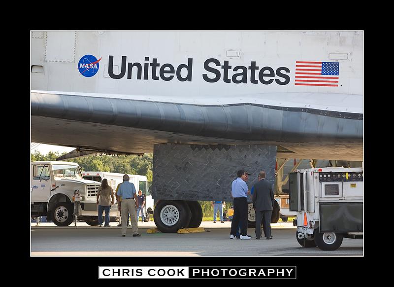 STS-135-landing-10.jpg