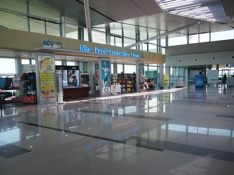 P2017365-shops.JPG