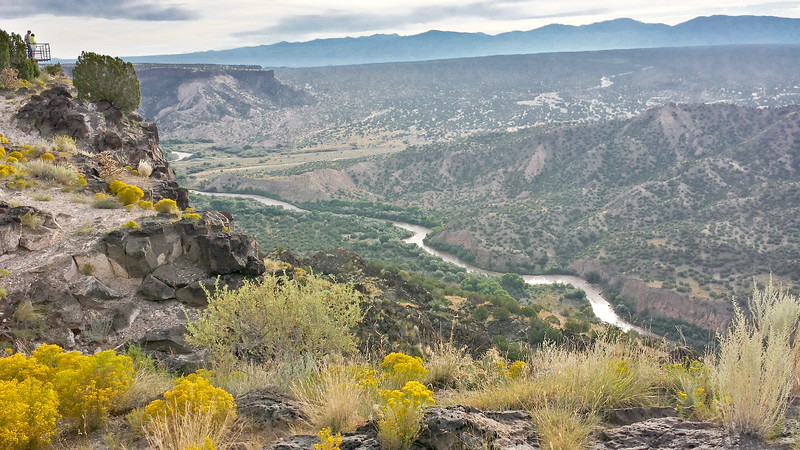 IMG_8734 g 8745  Richtone view north Rio Grande overlook White Rock cell-2.jpg