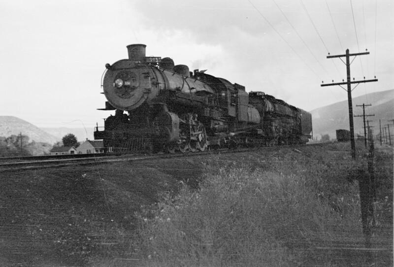 UP_4-6-6-4_3935-with-helper_Echo_Aug-1946_Emil-Albrecht-photo-0215.jpg