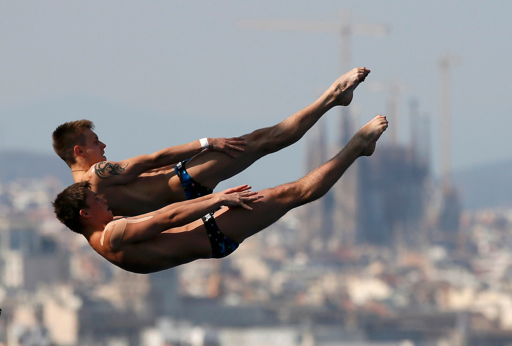 . Russia\'s Victor Minibaev and Artem Chesakov perform a dive at the men\'s synchronised 10m platform final during the World Swimming Championships at the Montjuic municipal pool in Barcelona July 21, 2013.  REUTERS/Gustau Nacarino