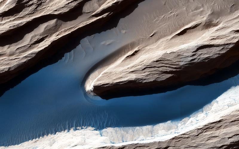 TXP_Mars-MRO-orbiter-wind-yardangs-sand-dunes_output.jpg