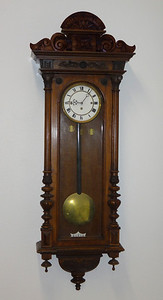 VR-462 - A Small Viennese Clock with Exquisite Carving