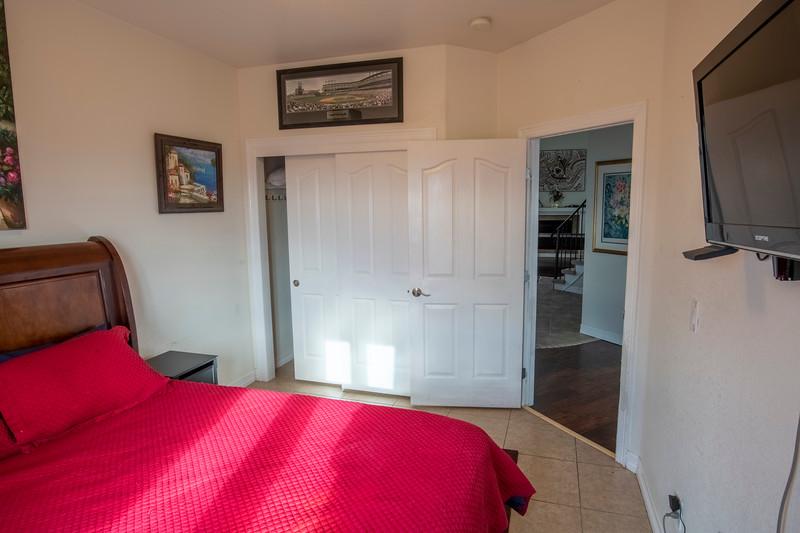 airbnb mid room-2.jpg