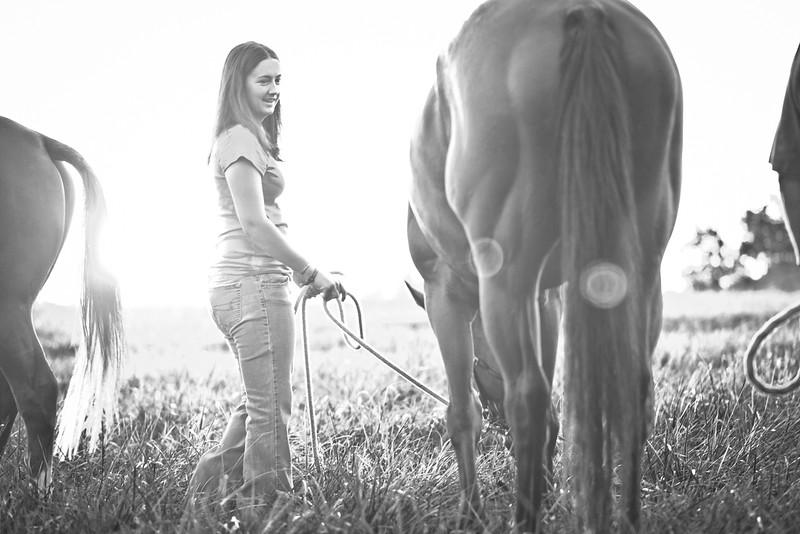 web-Beaver-Family-Portrait-Fulton-MO-Photographer-Outdoor-Horse-3.jpg