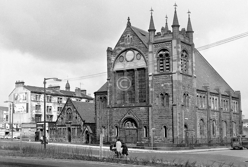 Old Rutherglen Rd, north side at Florence St.   Hutchesontown Parish Church.    April 1973