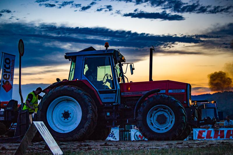 Tractor Pulling 2015-01738.jpg