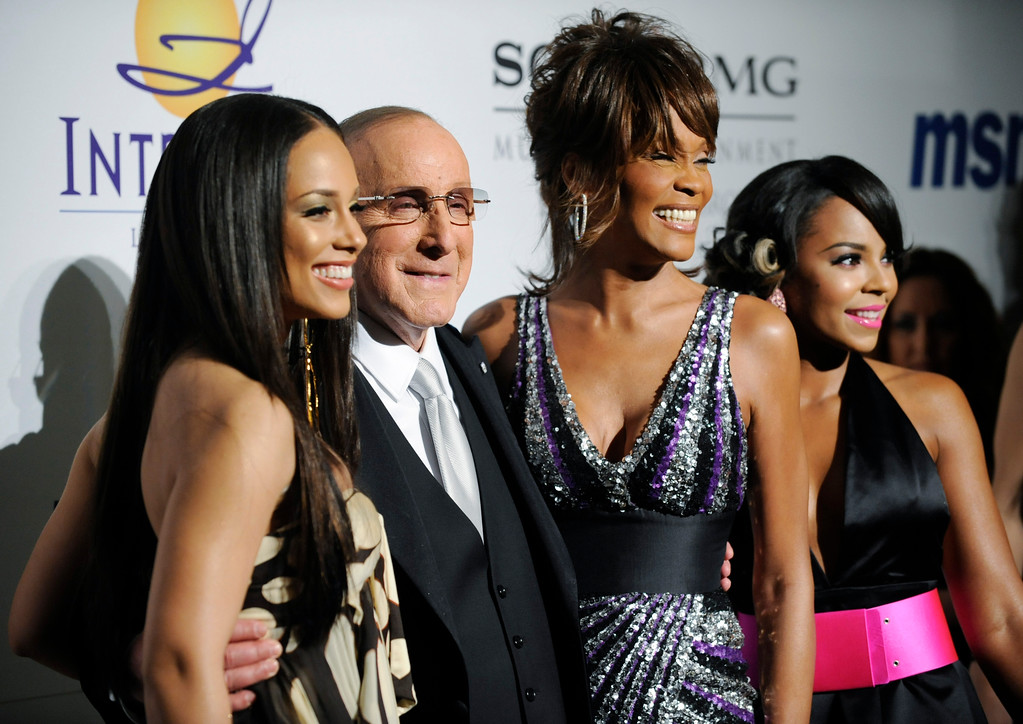 . Clive Davis, second from left, poses with singers Alicia Keys, far left, Whitney Houston, second from right, and Ashanti before the Clive Davis Pre-Grammy Party in Beverly Hills, Calif., Saturday, Feb. 9, 2008. (AP Photo/Chris Pizzello)