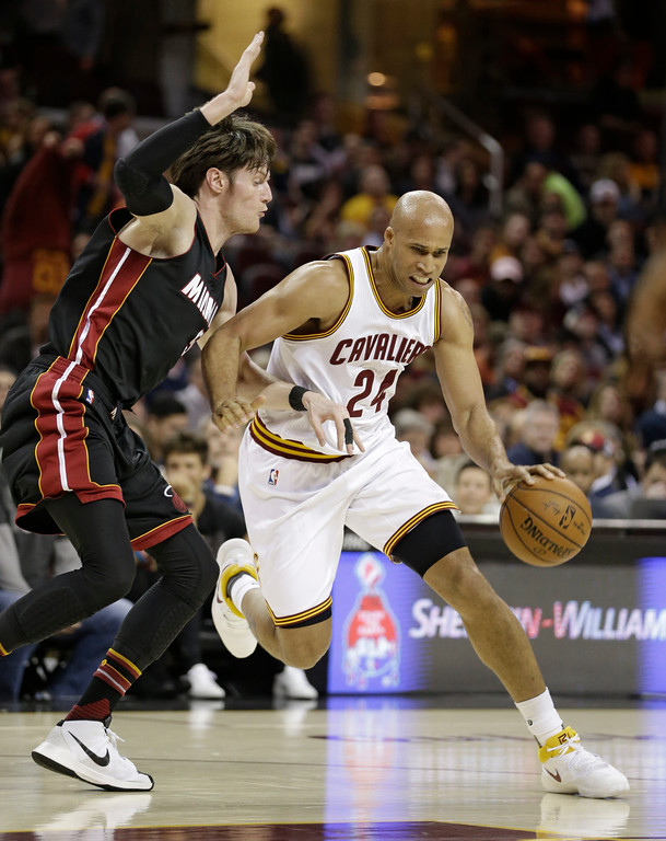 . Cleveland Cavaliers\' Richard Jefferson, right, drives against Miami Heat\'s Luke Babbitt in the first half of an NBA basketball game, Monday, March 6, 2017, in Cleveland. (AP Photo/Tony Dejak)