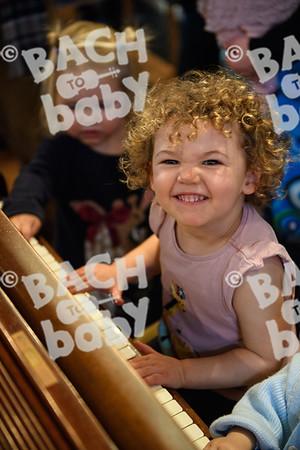 ©Bach to Baby 2017_Stuart Castle_Sevenoaks_2017-12-19-42.jpg