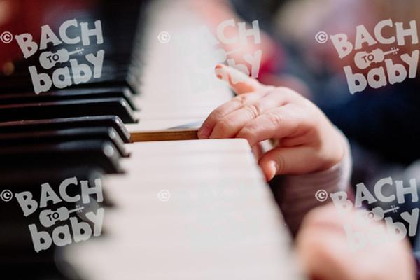 © Bach to Baby 2019_Alejandro Tamagno_Kensington_2019-12-11 029.jpg