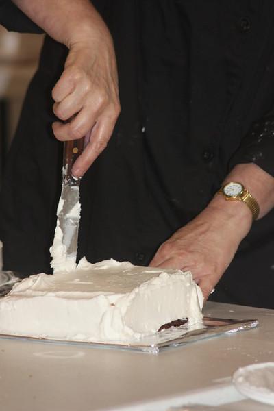 Mid-Week Adventures - Cake Decorating -  6-8-2011 077.JPG