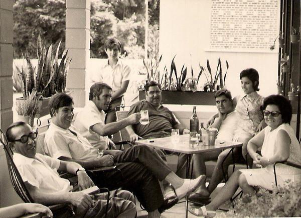 Dundo - 1971 (?)- Viriato, António Simões, Rosendo Simões (Pedalada), Aires Marques, Carlos, Lisa e Manuela Viriato. Por cima do Pedalada o sobrinho deste.