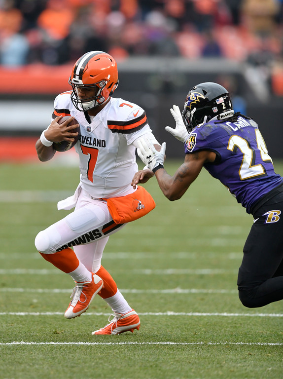 . Cleveland Browns quarterback DeShone Kizer (7) scrambles against Baltimore Ravens cornerback Brandon Carr (24) during the first half of an NFL football game, Sunday, Dec. 17, 2017, in Cleveland. (AP Photo/David Richard)