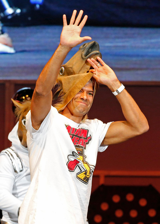 . Miami Heat player Shane Battier takes off a horse mask he put on during an interview which was part of a celebration of the Heat\'s 2013 NBA basketball championship at the American Airlines Arena in Miami June 24, 2013.  REUTERS/Joe Skipper