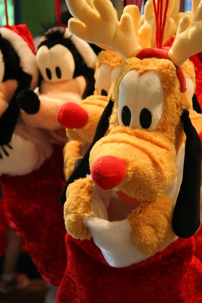 Pluto___Goofy_Stockings.jpg