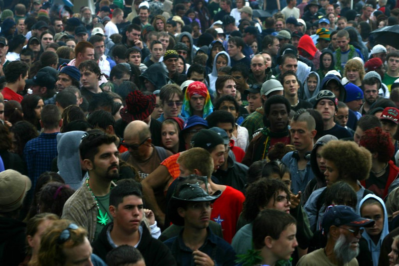 lesliejewett_2004_crowd_2.jpg