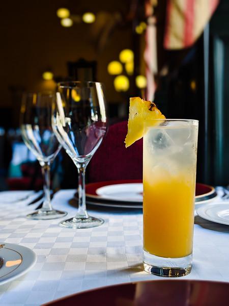 cafe del oriente Havana special cocktail.jpg