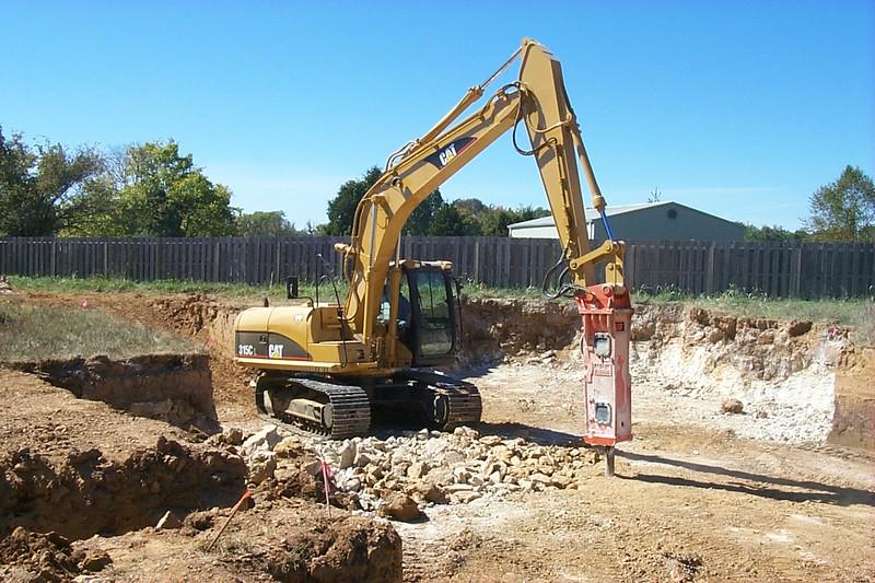 NPK E208 hydraulic hammer on Cat excavator (2).jpg