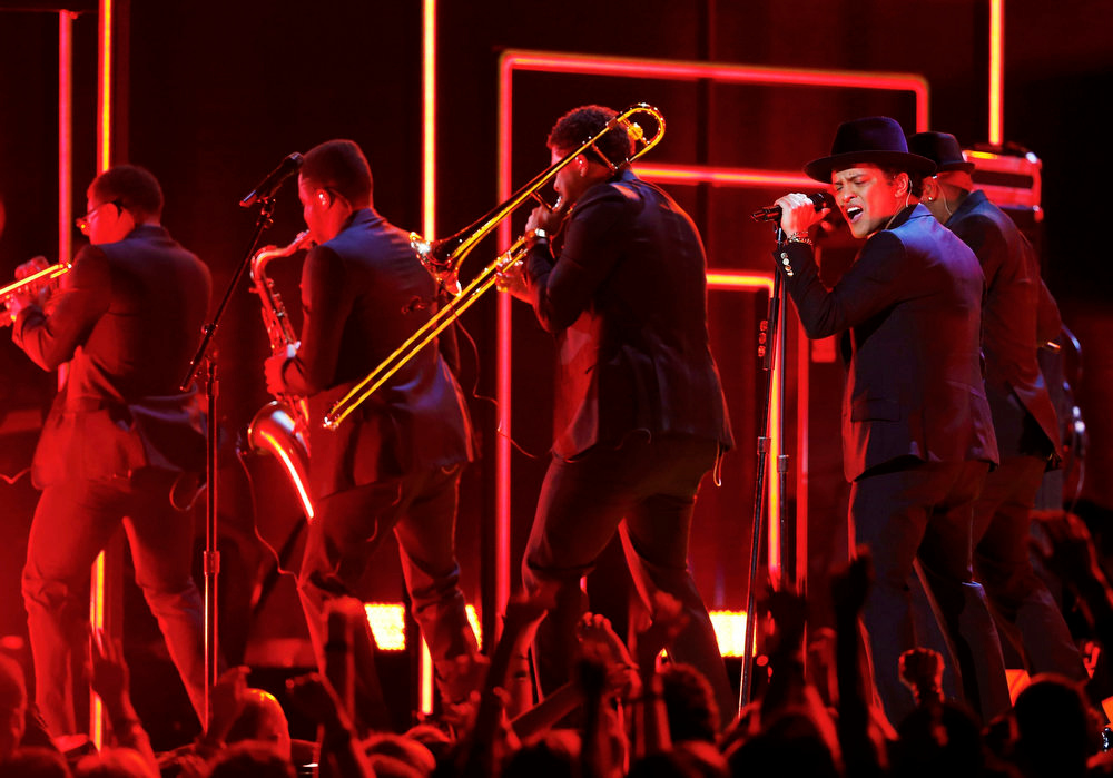 Description of . Bruno Mars performs during a tribute to Bob Marley at the 55th annual Grammy Awards in Los Angeles, California, February 10, 2013.      REUTERS/Mike Blake