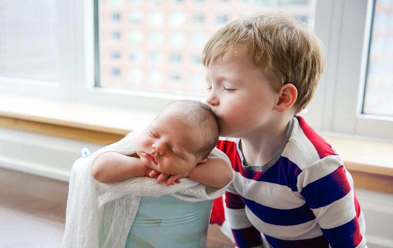 nn-newport_babies_photography_newborn_boy_at_home-5008-Edit-1.jpg