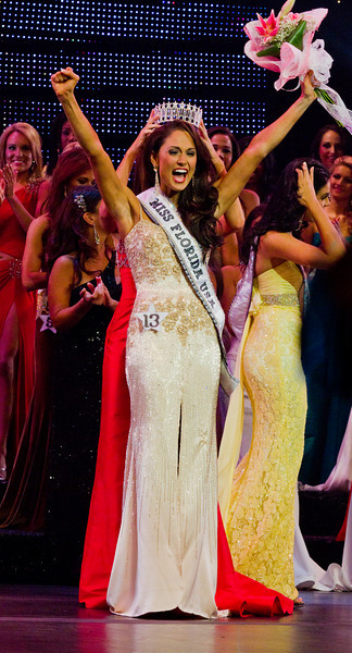 Miss Florida USA(R) being crowned