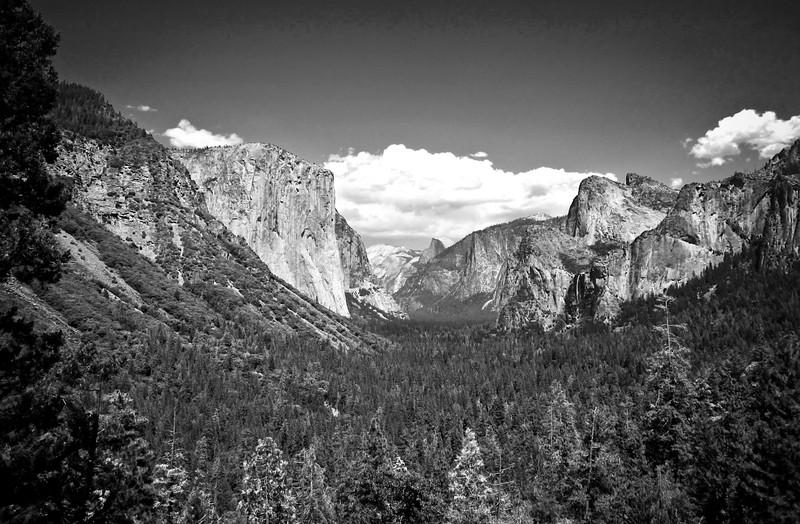 Yosemite Tunnel View BW.jpg
