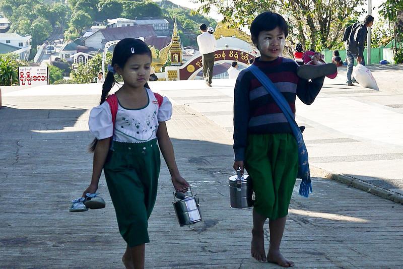 Kyaiktiyo Pagoda, Burma (42).jpg