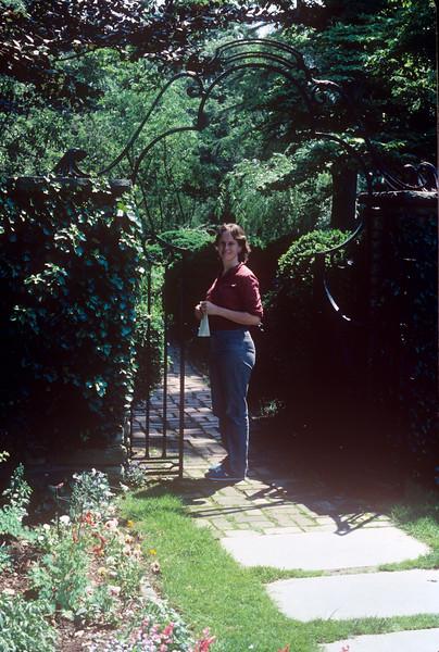 1986-05 Dunbarton Oaks Chris.jpg