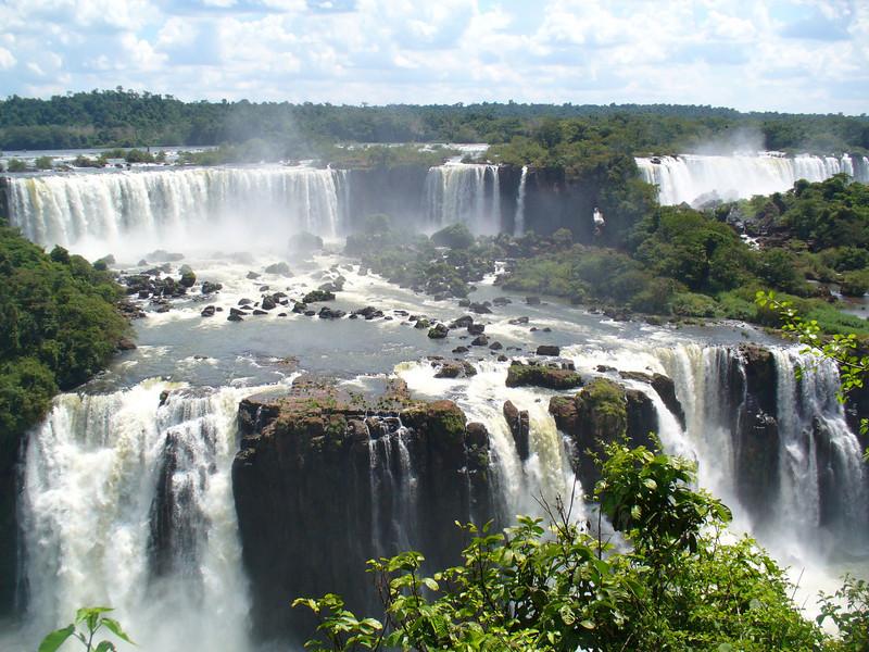 022 Iguacu Falls, Cataracas Trail, 1,2 km along the Iguacu River.jpg
