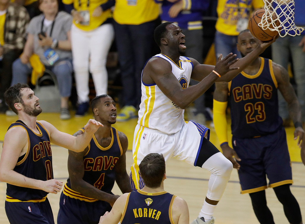 . Golden State Warriors forward Draymond Green, center, shoots against the Cleveland Cavaliers during the first half of Game 1 of basketball\'s NBA Finals in Oakland, Calif., Thursday, June 1, 2017. (AP Photo/Marcio Jose Sanchez)