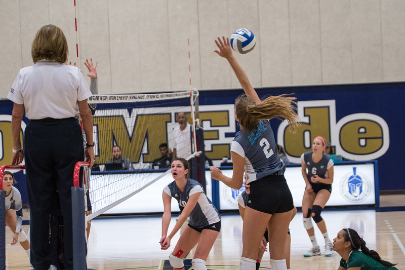 HPU Volleyball-91667.jpg